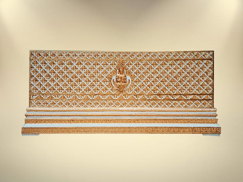 หีบทองในสีขาวแกลายพิกุลและเทพพนม