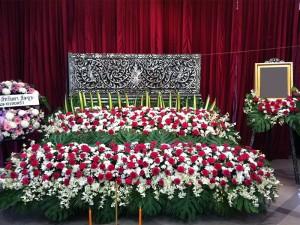 จัดดอกไม้หน้าศพแบบสวน หีบศพ โลงศพ สุริยาหีบศพ เราเป็นผู้เชียวชาญในธุรกิจหลังความตายมากว่า 30 ปี และมีหีบศพทุกประเภท ไม่ว่าจะเป็น หีบศพ ไม้สัก หีบศพ