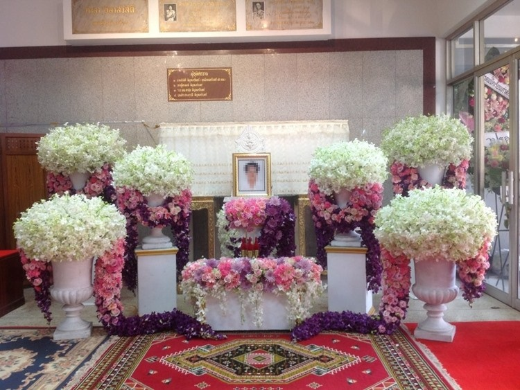 ดอกไม้หน้าศพ บริการหีบศพแบบครบวงจร หีบศพ โลงศพ suriya