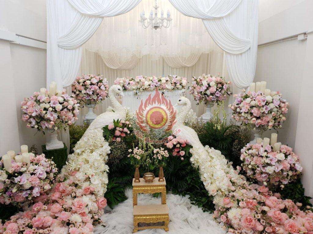 ดอกไม้สดหน้าศพแบบโมเดิร์น จัดดอกไม้หน้าศพแบบโมเดิร์น สุริยาหีบศพ
