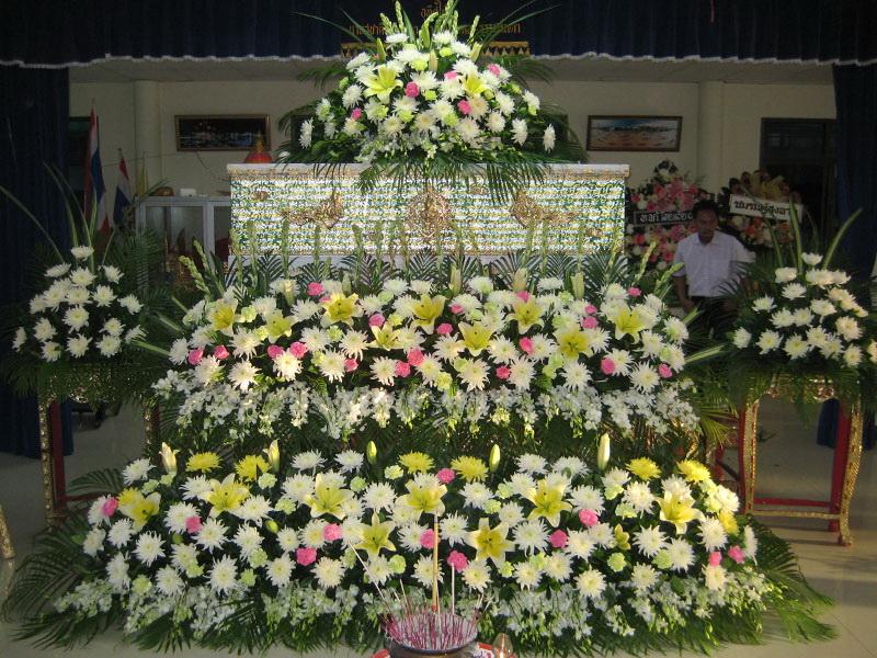 จัดดอกไม้หน้าศพแบบสวน หีบศพ โลงศพ สุริยาหีบศพ บริการจัดดอกไม้ครบวงจร