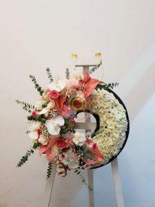 พวงหรีดดอกไม้สดแบบกลม พวงหรีดดอกไม้สด หีบศพ โลงศพ สุริยาหีบศพ