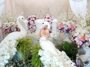 จัดดอกไม้สดหน้าศพ ดอกไม้หน้าศพแบบโมเดิร์น ดอกไม้สั่งทำพิเศษ สุริยาหีบศพ