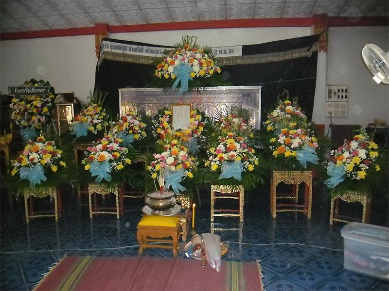 บริการจัดดอกไม้หน้าศพ สุริยาหีบศพมีบริการรับจัดงานศพ จัดดอกไม้หน้าศพ